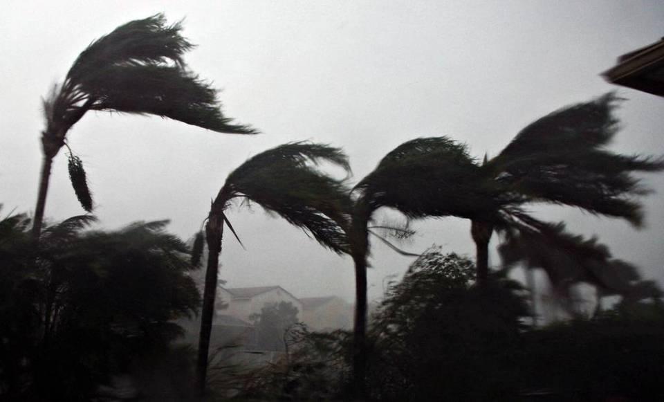 Spanish-language hurricane warning website