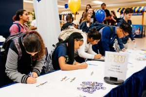 Students write letters at FIU for Thanks Day