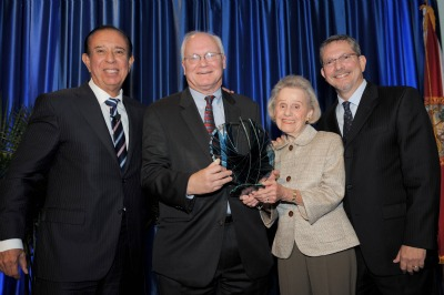 David Lawrence (second from left) accepts the FIU Center for Leadership's 2012 Transcendent Leader Award, with Maidique (left), Betty Chapman (second from right) and David Landsberg (right), president and publisher of Miami Herald Media Co.